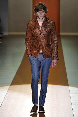 Anthon Wellsjo3033_SS11_Milan_Gucci(VOGUEcom)