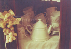(e n y o u) Tags: stilllife film colors 35mm vintage mugs soft tea teapot feeling expired canont70 pellicola rullino scaduto enyou