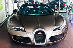 Bugatti Veyron Grand Sport (Michael | Photography) Tags: auto black car sport canon germany deutschland eos is amazing nice hp beige photographer open interior awesome azure fast continental grand s super ps exotic f r showroom enzo 1855mm dslr dd expensive bugatti luxury rare supercar bentley mc12 ccr zonda koenigsegg w16 teenage dealer 1001 veyron targa pagani 500d carspotting ccx reventon molsheim explored worldcars