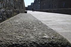 Saint-Malo, les remparts (Dude Pascalou) Tags: saint canon geotagged efs 1022mm malo remparts 50d geo:lat=4865026791650145 geo:lon=20231016894798586