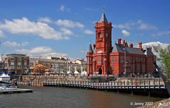 Bay-day   Bay-day... (welshlady) Tags: architecture wow memorial historic 100views bandstand cardiffbay captainscott welshlady theworldthroughmyeyes pierheadbuilding abigfave cannoneos400d welshflickrcymru flickrdiamond