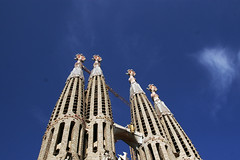 keane:somewhere only we know (visualpanic) Tags: barcelona blue sky architecture arquitectura bcn catalonia gaudí catalunya sagradafamilia agost 2007 mycity