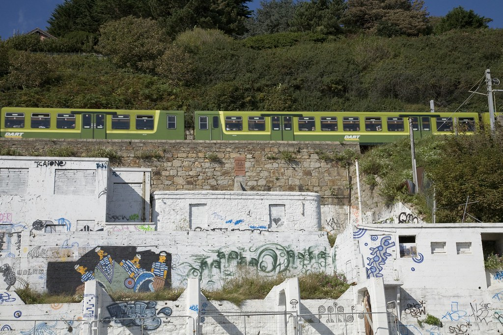 KILLINEY- GRAFFITI ON THE BEACH