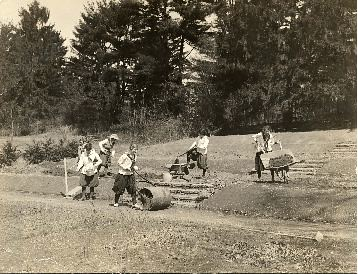 Students work to make the Shakespeare Garden in 1916
