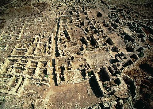Vue aérienne (ouest - est) du Palais royal du Bronze récente de l'antique cité d'Ougarit