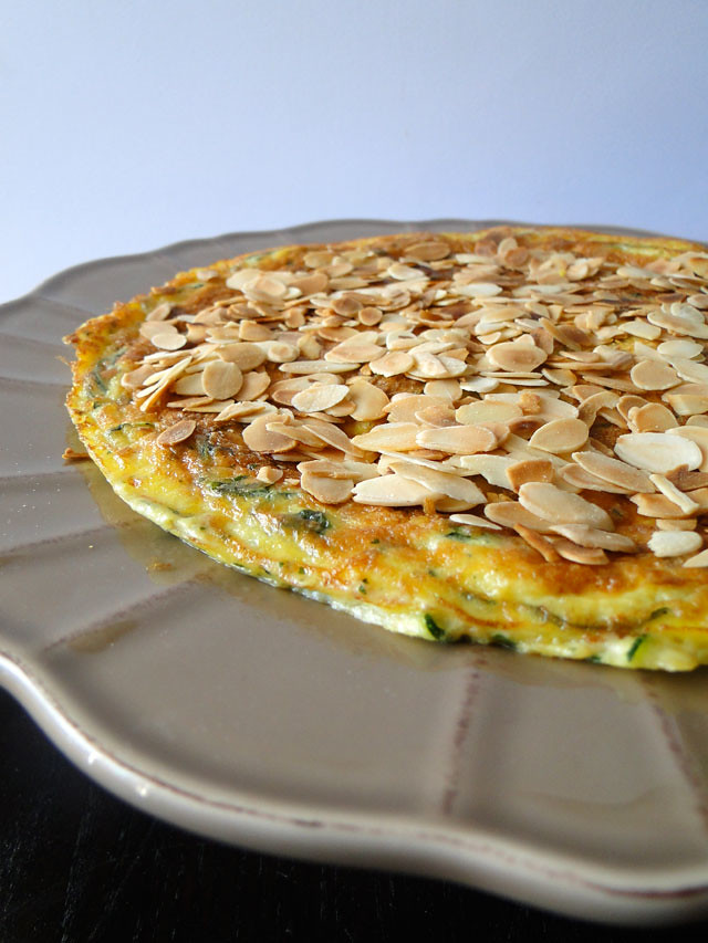Zucchini frittata with flaked almonds