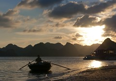 Sunset in Halong Bay (Stefano Schwetz) Tags: sunset tramonto vietnam national geographic halongbay the4elements circolofotograficopaullese nikonflickraward