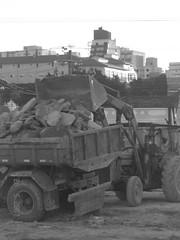 De(construo) (Betushco) Tags: car truck blackwhite contruction contruo betushco bettushco