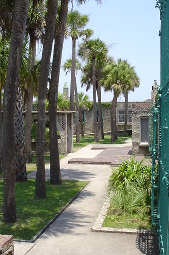 The palm-line courtyard inside Atalaya.