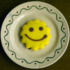 Happy Happy Cookie (CarbonNYC) Tags: food smiling circle happy cookie d70s plate squaredcircle squircle cheerful happyface bakersfield squaredcircleicon smilieface happycookie bakersfieldca carbonnyc Phlow:emote=smile smilingcookie happyhappycookie