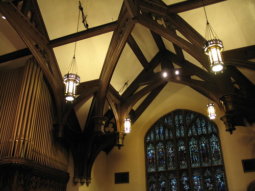 Angle, pipe organ, stained glass, inside Plymouth Congregational Church, night of Mary Oliver, May 2007, photo © 2007 by QuoinMonkey. All rights reserved.