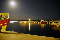 Tucepi Harbour (Vittorio) (digital kid2007) Tags: travel moon night boats nikon harbour kitlens croatia d200 1870 makarska tucepi tucepa