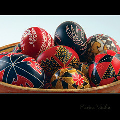traditional easter eggs - bucovina (Bazalai) Tags: art motif museum composition painting easter design artwork symbol artistic drawing geometry decorative patterns painted traditional egg craft ornament ou romania eggs wax geometrical colourful ornamental technique coloured romanian eggshell decorated roumanie motives ovoid simbol bucovina ressurection rumänien vopsit românia decorativ bukowina desen românesc pictat mariusvasiliu terradesign bazalai bucovine bucovinean paşti paşte înviere ouă artă oudepaşti încondeiat închistrit compoziţie tehnică meşteşug tradiţie chişiţă ceară