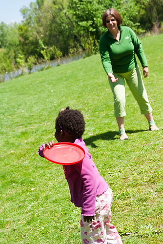 mom playing frisbee