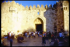 Damascus gate, Jerusalem (Beyond the grave) Tags: jerusalem pilgrimage damascusgate pelgrimage 5photosaday cotcpersonalfavorite alquods pilgrimagetojerusalem