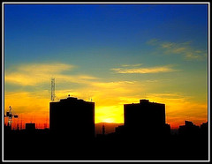 Urban Sunset  (~ Seba ~) Tags: chile blue santiago sunset red sky urban sun yellow clouds spider magichour seba sebastin artedechile abigfave artechileno p1f1 anawesomeshot superaplus aplusphoto searchandreward fotografachilena fotgrafoschilenos