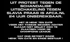 Supporters Ajax gooien site op zwart