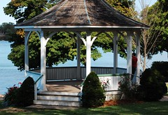 Meet Me At The Gazebo (beesquare) Tags: summer ontario canada town pretty afternoon sunday gazebo charming quaint picturesque niagaraonthelake notl
