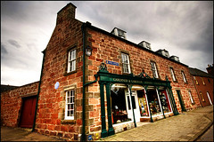 Cromarty High Street (manlio_k) Tags: sky building scotland honeymoon wide sigma 1020mm cromarty grandangolo hdr manlio castagna photomatix tonemapped tonemap manliocastagna manliok