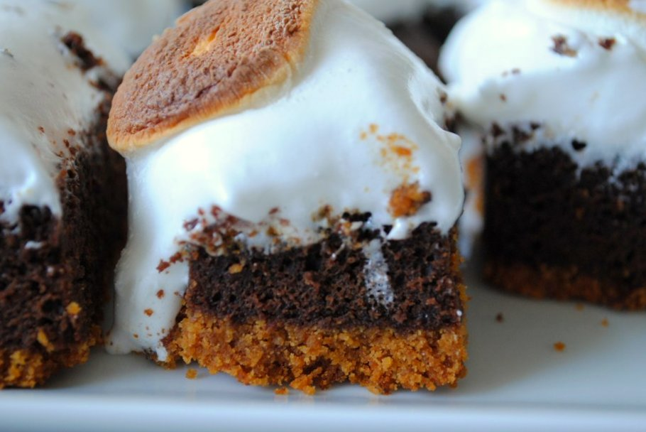 three layers of s'more brownie