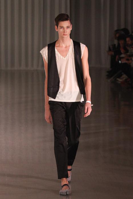 SS11_Tokyo_MOLFIC011_Corentin Renault(Fashionsnap)