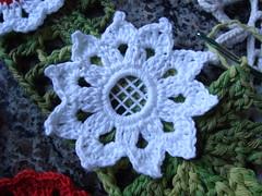 flor de croche (E l i a n a R e i n a l d o) Tags: flor bolsa macrame pintura croche grampada crochedegrampo