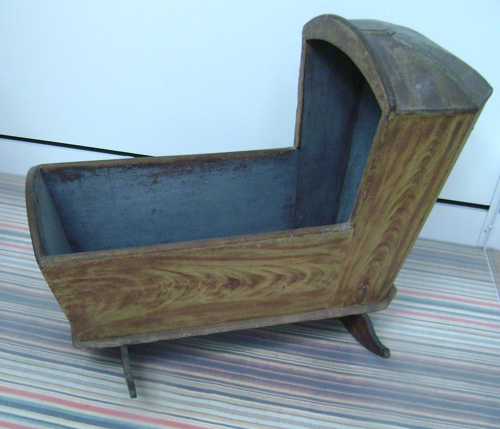 Empty bed / Baby Cradle
