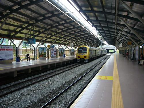 komuter (midvalley station)