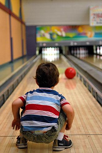 Keegan bowlingDSC_4836