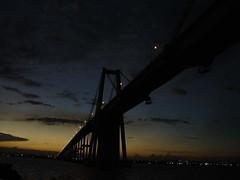 anocheciendo bajo el puente sobre el lago (liss_mcbovzla) Tags: puente atardecer anochecer maracaibo