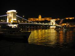 An der schönen golden Donau (ilonqua) Tags: bridge geotagged cityscape budapest bynight handheld danube strauss donau széchenyichainbridge amazingamateur theunforgettablepictures enlightedbridge anderschonengoldendonau ilonqua
