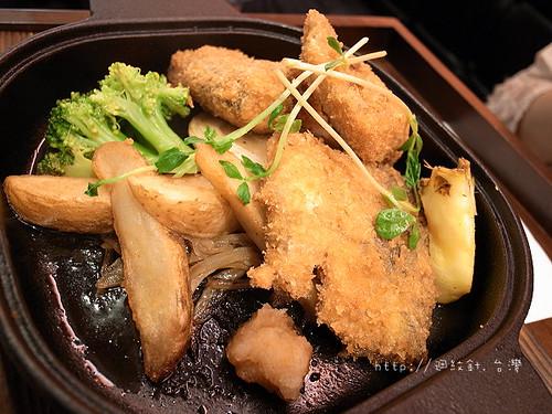 一喜一喜鐵鍋料理酥炸鯖魚主餐仔細看