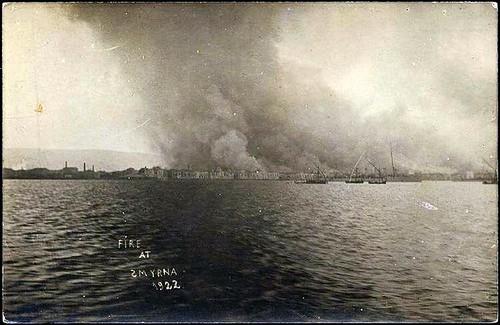 İzmir yangının dumanları altında