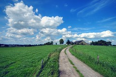 On the country (Hans van Reenen) Tags: sky clouds rural germany landscape deutschland bravo farm fav30 ferme bauernhof granja boerderij niederrhein podere naturesfinest kranenburg fav40 dffel hohlweg 20070628 abigfave duffelt anawesomeshot