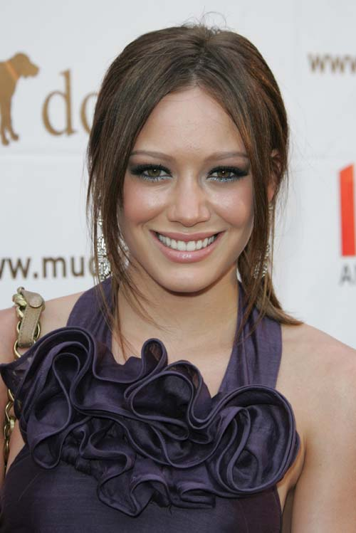 hilary-duff-much-love-gold-great-award-hilary-duff-encyclopedia-4
