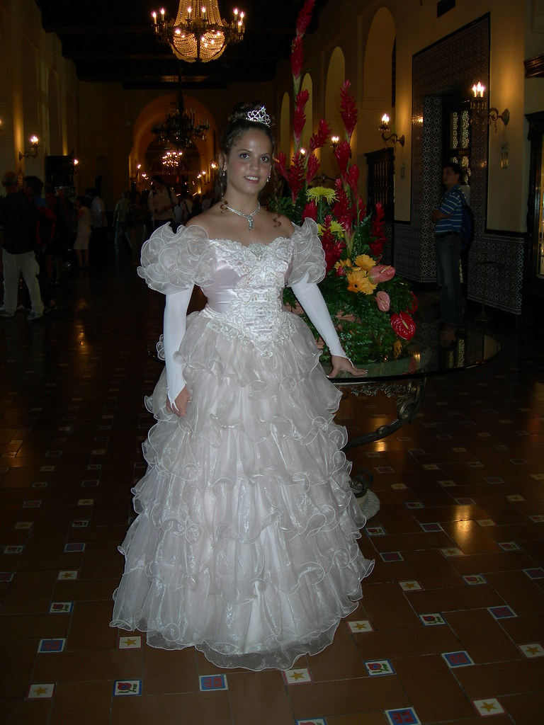 La cubana es la reina del Eden.....(fotos de bellezas en Cuba) 1176118242_7db75f1b3d_b