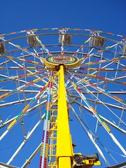 butterflies on the bottom (Esther17) Tags: carnival lines yellow ride utata ferriswheel yella brightandhigh imtalkingabouttheferriswheel