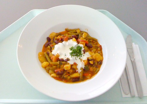Pikanter Bohnengulasch / zesty bean goulash