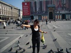 El Duomo...las palomas y yo.... (Isabella De Gregorio) Tags: de duomo miln
