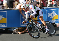 Fabian Cancellara does the rainbow jersey proud