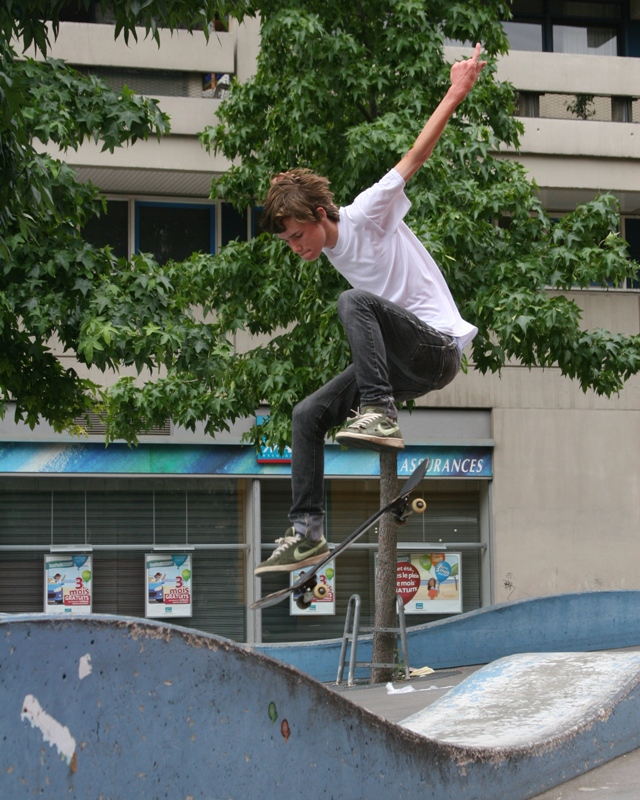 Skateboarding Paris 1