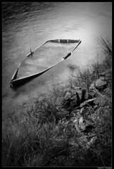 Lancha (DavidGorgojo) Tags: longexposure bw water rio boat agua barca bn lancha navia largaexposición goldenphotographer arbón