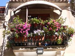 Taormina - Balcone su corso Umberto (Luigi Strano) Tags: italien flowers italy travels holidays europa europe italia balcony trips sicily taormina italie sicilia messina vacanze sicile sizilien balconi италия европа сицилия таормина