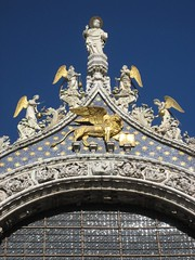 Basilica di San Marco (richardr) Tags: old city blue venice urban italy building heritage history church architecture square geotagged religious gold italian europe italia european cathedral basilica religion lion medieval historic chiesa angels venetian piazza venezia middleages europeanunion sanmarco piazzasanmarco italiane stmark veneto stmarksbasilica piazzetta serenissima wingedlion historicalplaces saintmark veneziani medievalarchitecture italiamedievale stmarkssquare chiesadoro geo:lat=45434313 sanmarcodivenezia geo:lon=12339438