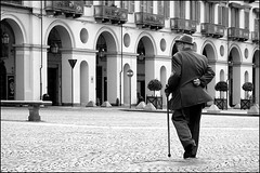 Torino 0030 (malko59) Tags: street people urban blackandwhite italy torino turin biancoenero italians piazzavittorio bwemotions italybw diecicento aplusphoto torinononparigi tcnsalotto malko59 marcopetrino