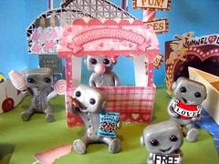 robot carnival 2 (Sleepy Robot 13) Tags: carnival tickets fair games amusementpark cottoncandy rides rollercoaster papercraft tunneloflove polymerclayurbanvinylsleepyrobot13etsysilvercraftcraftscraftingsculptingsculpturefigurinearthandmadecraftshowcutekawaiirobots
