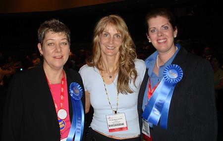 Julie_Vicki_Yvonne_Award07sm