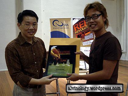 Leon getting prize