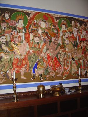 Side altar, main Dharma room