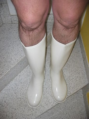 NORA white legs.jpg (elli_pirelli99) Tags: wellies rubberboots gummistiefel